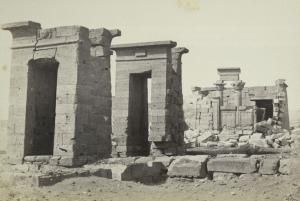 Templo de Debod no seu local original (Francis Firth, Wikimedia Commons)