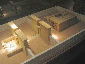 Maquete do Templo de Debod no seu estado original (Sanbed, Wikimedia Commons)