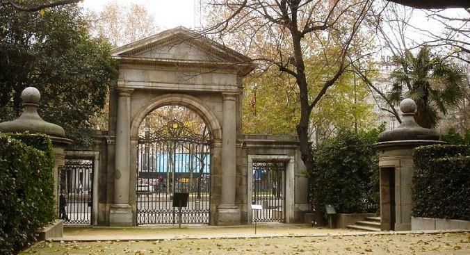 Jardín_Botánico._Puerta_neoclásica_al_Paseo_del_Prado._Madrid