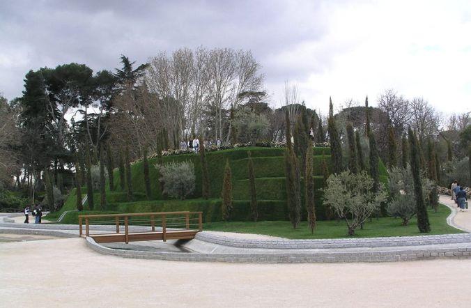 800px-20060320_-_Bosque_de_los_Ausentes_(Madrid)_08