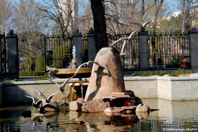 parque retiro madrid jardim curiosidades cecilio rodriguez pavoes pavao