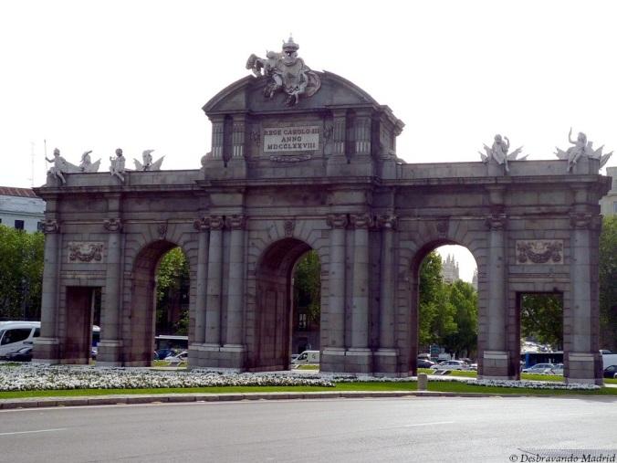 porta alcala madrid monumento