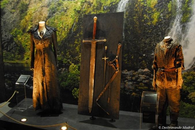 Vestido de Alayne Stone (Sansa Stark), Gelo a espada de aço valiriano, Agulha e Arya Stark