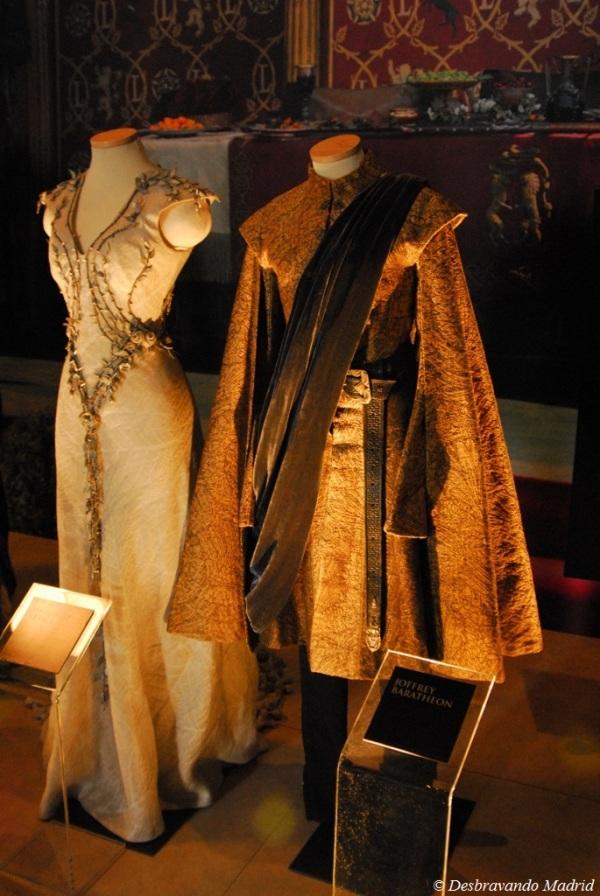 Roupas do casamento entre Margaery e Jeoffrey. O vestido de Margaery é o artigo mais caro que podemos encontrar na exposição